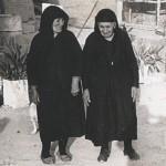 Δύο γιαγιάδες της δεκαετίας του 1960, Μαρίνα Θρασυβούλου και Ελένη Γαβριήλ