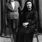 Η Κατερινού Παναγιώτου με την εγγονή της Παναγιώτα. Γεννήθηκε το 1893.